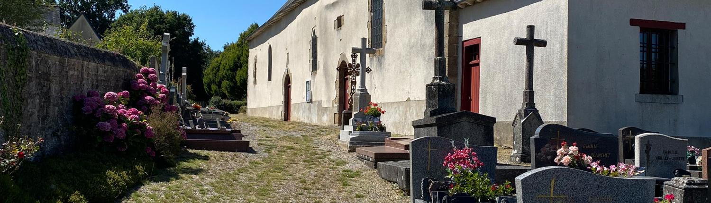Photo de l'église et du cimetière de Saint-Sulpice-la-Forêt.