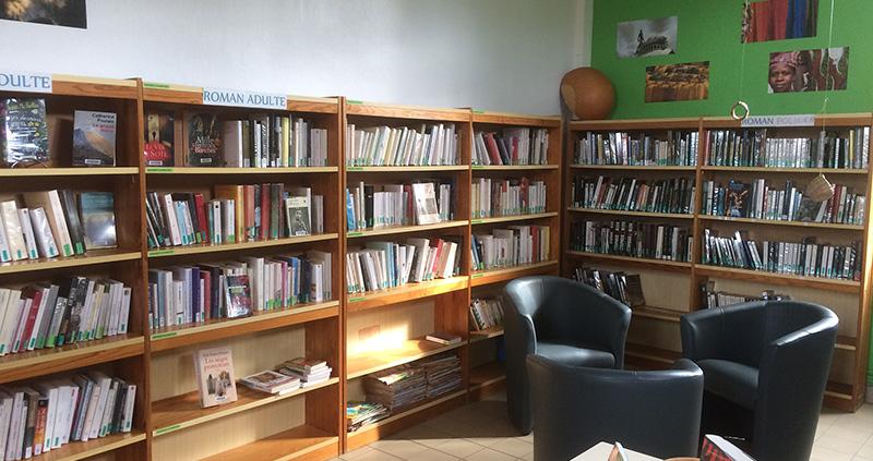 Photo de la bibliothèque municipale de Saint-Sulpice-la-Forêt.