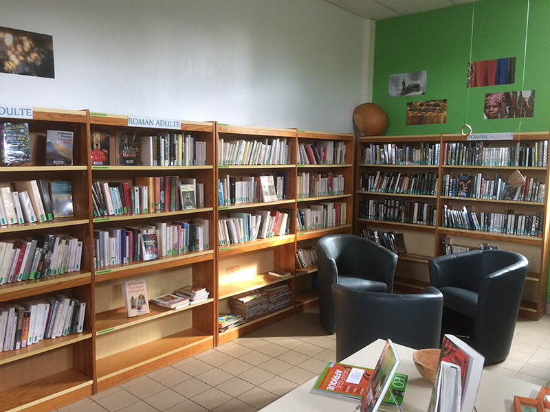 Photo de la bibliothèque municipale de Saint-Sulpice-la-Forêt.