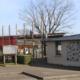 Photo de l'ntrée de l'école publique Niki de Saint-Phalle de Saint-Sulpice-la-Forêt.