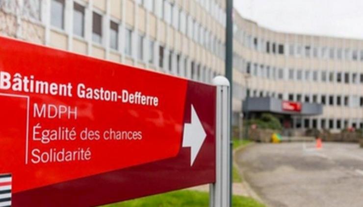 Panneau d'entrée du site de la MDPH d'Ille-et-Vilaine à Rennes.