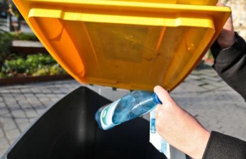 Bac à déchets recyclables métropolitain.
