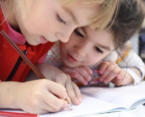 Enfants à l'école.