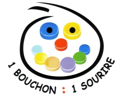 """Logo """"1 bouchon = 1 sourire"""" de Solidarité Bouchons 35"""
